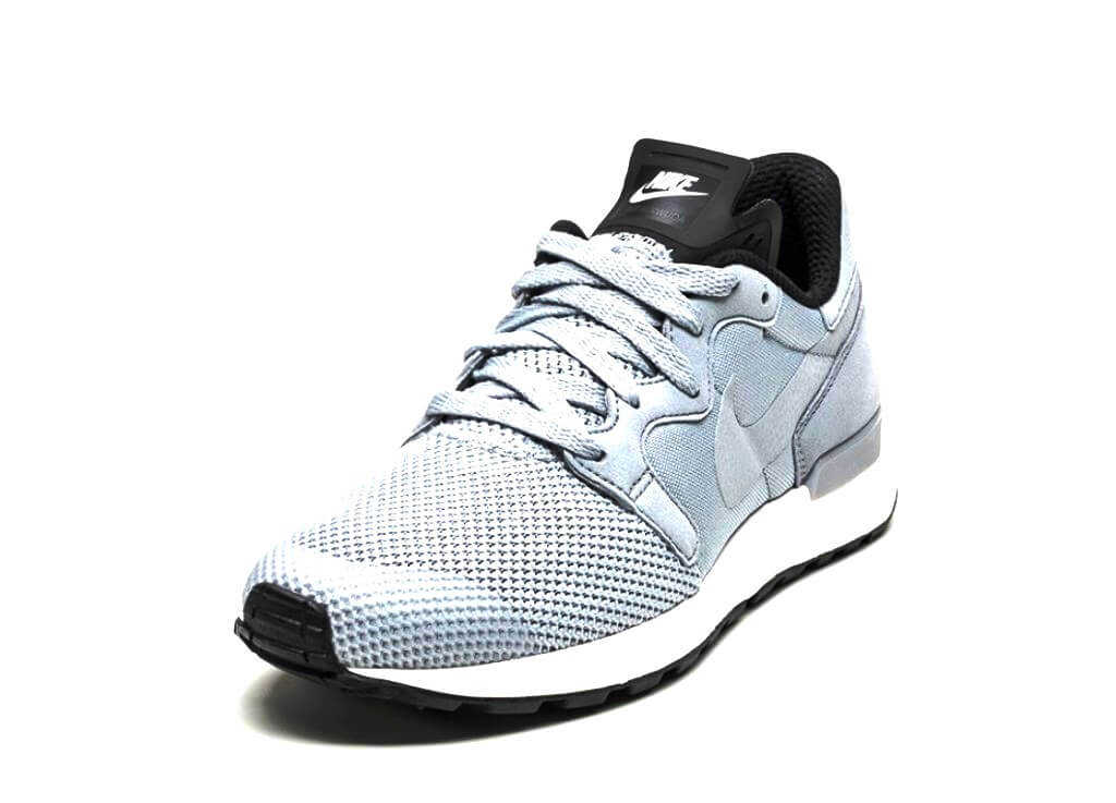 BREATHABLE COMFORT, RUNNING-INSPIRED STYLE Made with engineered mesh and  vibrant overlays on a low-cut profile, the Nike Air Berwuda Men's Shoe  updates a ...